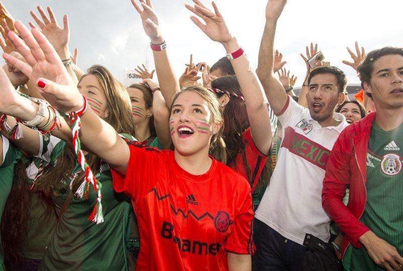 Mexicanos apoyando a su selección en Amsterdam